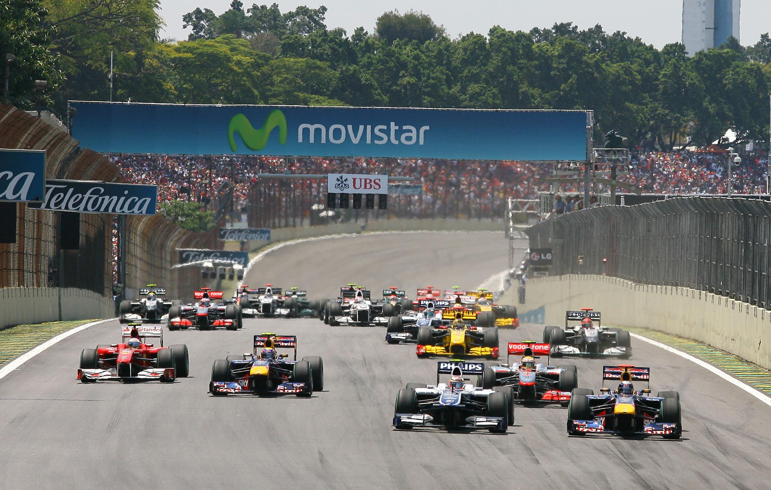 Largada da edição 2010 do GP do Brasil de Fórmula 1. Foto: Beto Issa/ GP Brasil.