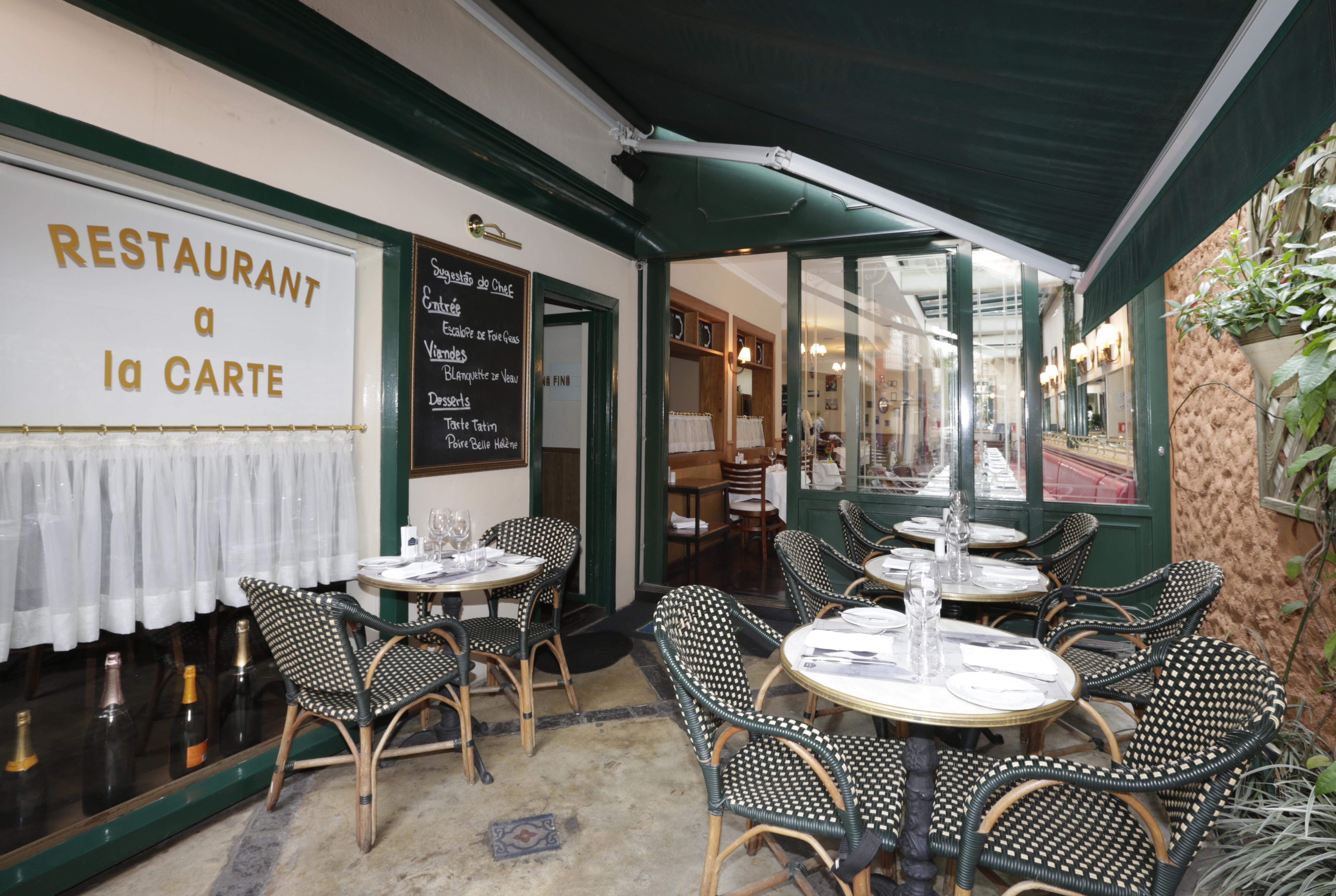 """Restaurante - São Paulo (SP) _ 17.06.2015 – Restaurante Bistrot de Paris - Rua Augusta, 2542 - Jardim Paulista. Na foto, o prato """"Raclette Traditionnelle"""", com o tradicional queijo raclette. Foto: Jose Cordeiro/SPTuris"""