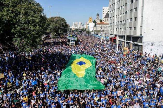 Milhares de fiéis evangélicos participam da 26ª edição da Marcha para Jesus, realizada na região central de São Paulo (Foto: Gabriela Biló/Estadão Conteúdo)