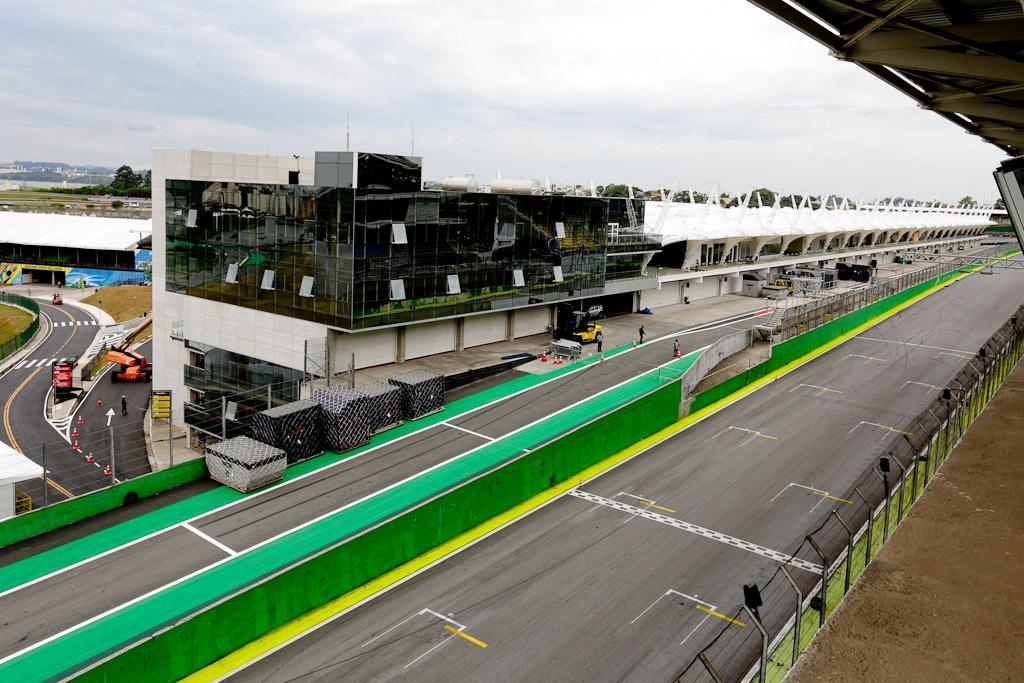Imagem da reta principal e entrada dos boxes, com o novo paddock ao fundo. Foto: Jose Cordeiro/ SPTuris.