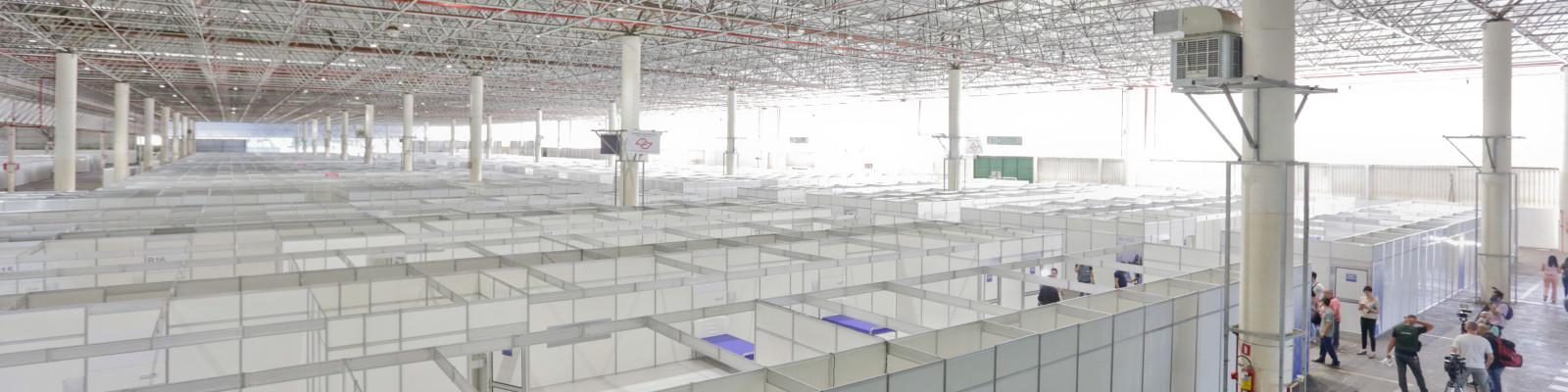 Anhembi Pavilhão Oeste  - São Paulo (SP) - 02.04.2020 - Vista da montagem de hospital de campanha nas dependências do Pavilhão Oeste do Anhembi.  Foto: Jose Cordeiro/SPTuris